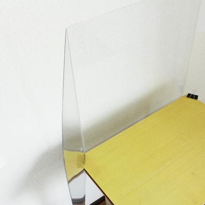 机を広く使える設計